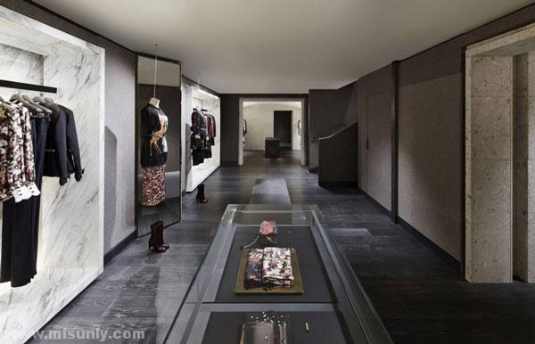 复古纪梵希皮包专卖店设计