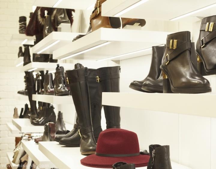 英国River Island鞋店设计