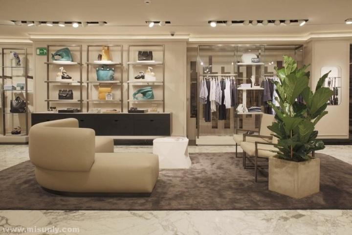 西班牙瓦伦西亚–uterqüE服装概念店设计
