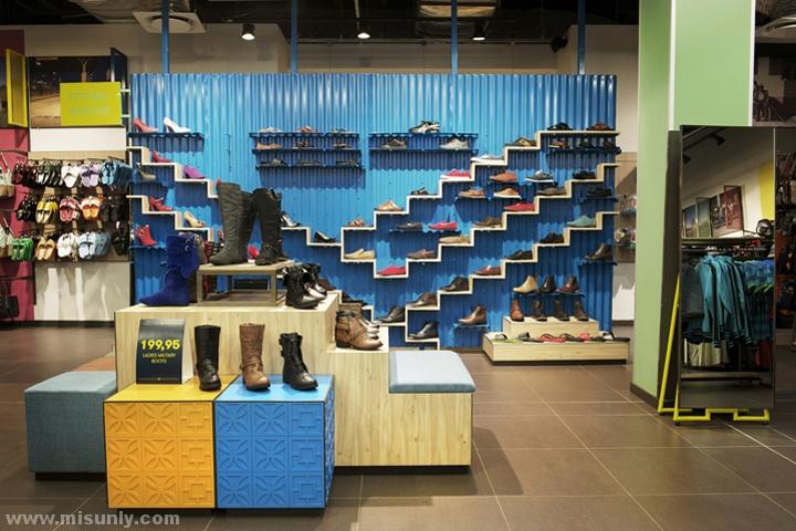 非洲国家的服装店铺做的也是相当个性