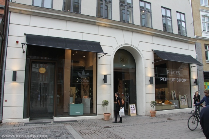 Pieces-Pop-up-store-by-Riis-Retail-Copenhagen-Denmark-05