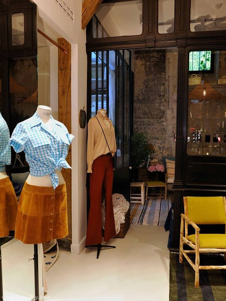 高端女装饰品店设计