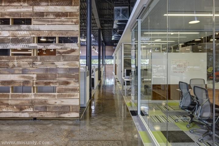 Interior-Environments-Office-Showroom-by-SmithGroupJJR-Novi-Michigan-04
