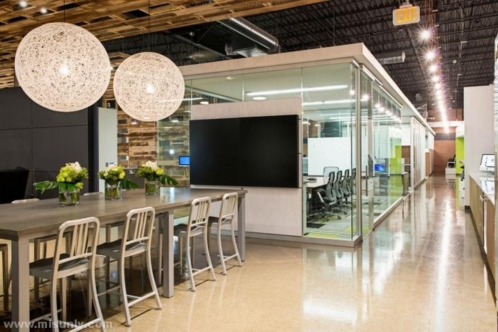Interior-Environments-Office-Showroom-by-SmithGroupJJR-Novi-Michigan-05