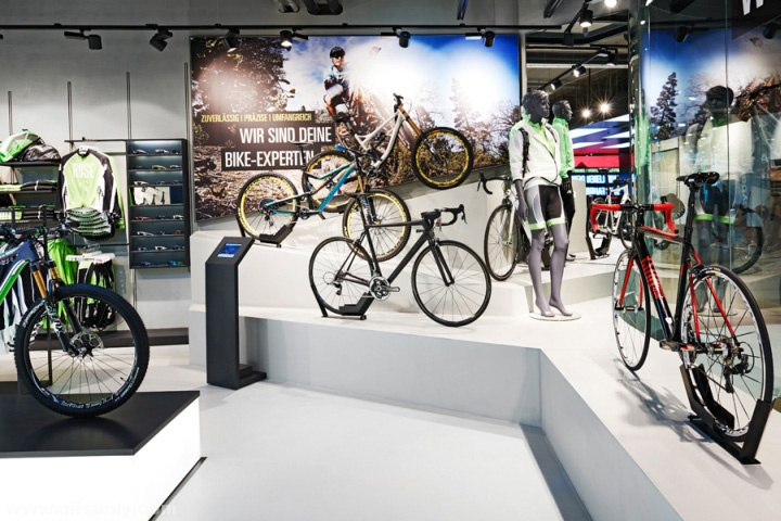 Rose-Biketown-Store-by-Blocher-Blocher-Partners-Munich-Germany-07