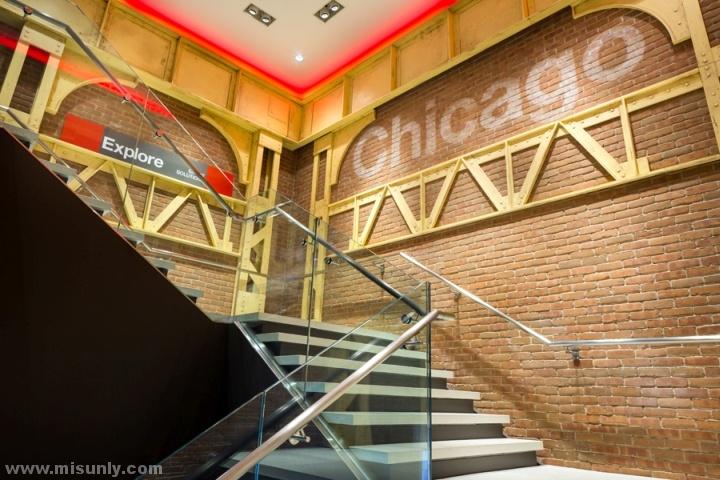 Verizon-Chicago-Destination-Store-by-Chute-Gerdeman-Chicago-Illinois-04