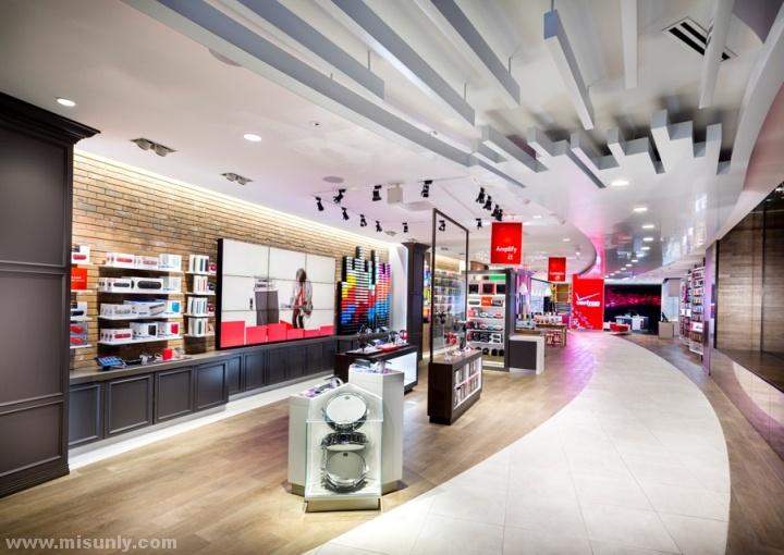 Verizon-Chicago-Destination-Store-by-Chute-Gerdeman-Chicago-Illinois-09