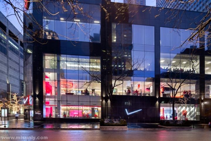 Verizon-Chicago-Destination-Store-by-Chute-Gerdeman-Chicago-Illinois-11