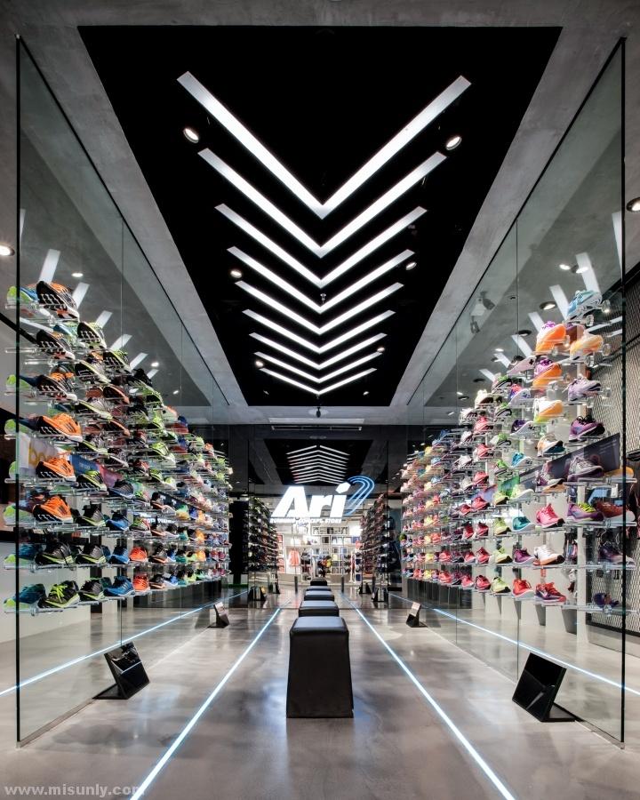 Ari-Running-store-by-Whitespace-Bangkok-Thailand-03