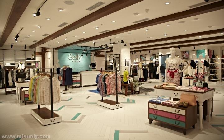 solly品牌女装专卖店设计