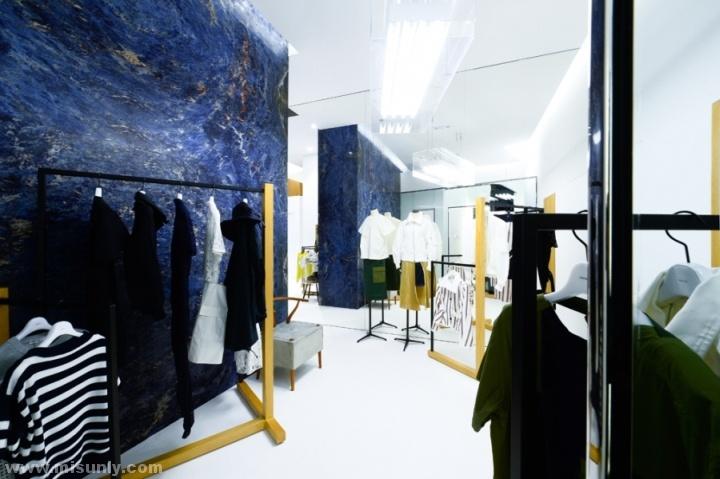 Sacai 服装店设计