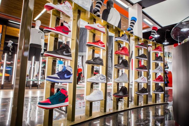 Shoe-Palace-Store-by-Double-Europe-San-Jose-California-02