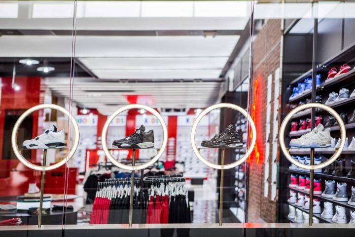 Shoe-Palace-Store-by-Double-Europe-San-Jose-California-04